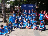 Niños y niñas en el juego Tirabira Ormaiztegin